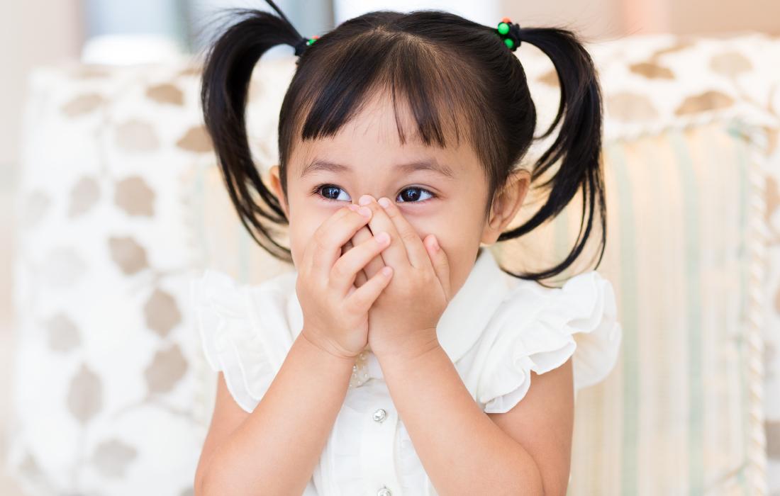 Une petite fille qui a dit ou entendu des gros mots